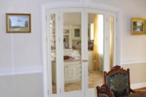 Как выбрать распашные двери